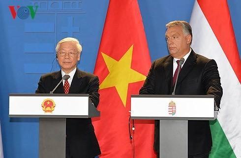 Вьетнам и Венгрия сделали совместное заявление об установлении всеобъемлющего партнерства - ảnh 1