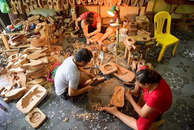 Чан Ван Бан 35 лет занимается изготовлением форм для лунных пирогов - ảnh 1