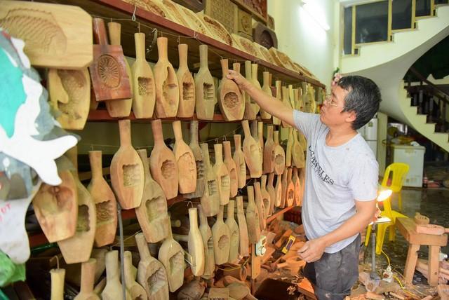 Чан Ван Бан 35 лет занимается изготовлением форм для лунных пирогов - ảnh 4