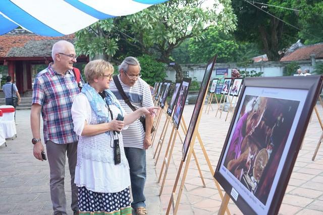 В Ханое проходят различные культурные мероприятия, посвященные Дню освобождения столицы - ảnh 1