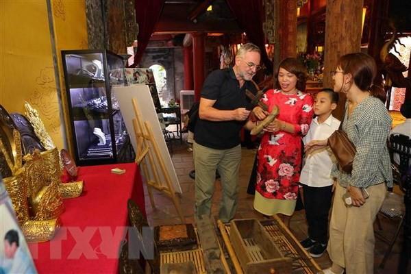 В Ханое прошли различные мероприятия, приуроченные к 64-й годовщине Дня освобождения столицы - ảnh 1