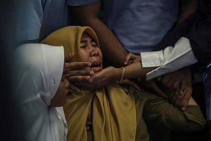 Все находившиеся на борту упавшего в Индонезии самолета погибли - ảnh 1