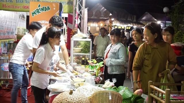 Различные мероприятия, посвященные празднику Ок Ом Бок кхмерской народности на юге Вьетнама - ảnh 1