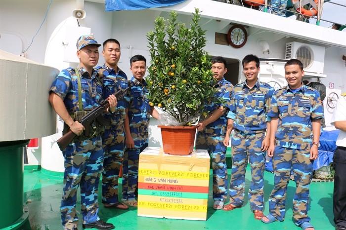 Новогодние подарки согревают сердца жителей и военнослужащих на островах Чыонгша - ảnh 3