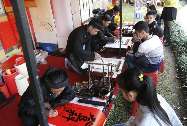 Вьетнамская традиция по написанию каллиграфических иероглифов в дни Тэта  - ảnh 2