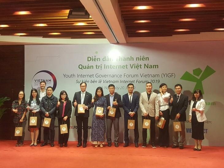 Впервые во Вьетнаме состоялся молодежный форум по управлению интернетом - ảnh 1