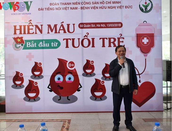 Радио «Голос Вьетнама» проводит разнообразные благотворительные мероприятия в рамках Месячника молодежи 2019  - ảnh 3