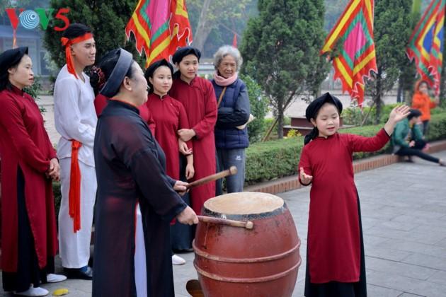 Народное пение «соан» создает особую атмосферу  на празднике Храма королей Хунгов - ảnh 2
