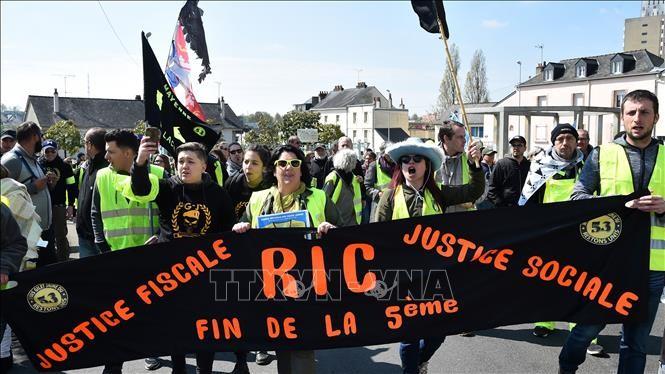 Во Франции прошла очередная акция протеста «желтых жилетов» - ảnh 1