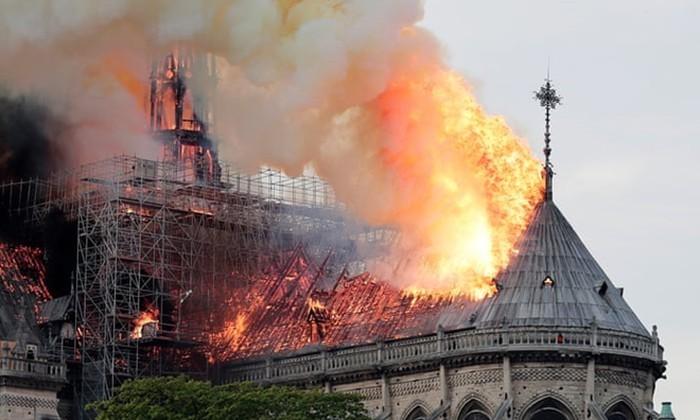 Лидеры стран мира сожалеют об «ужасном пожаре» в соборе Парижской Богоматери - ảnh 1