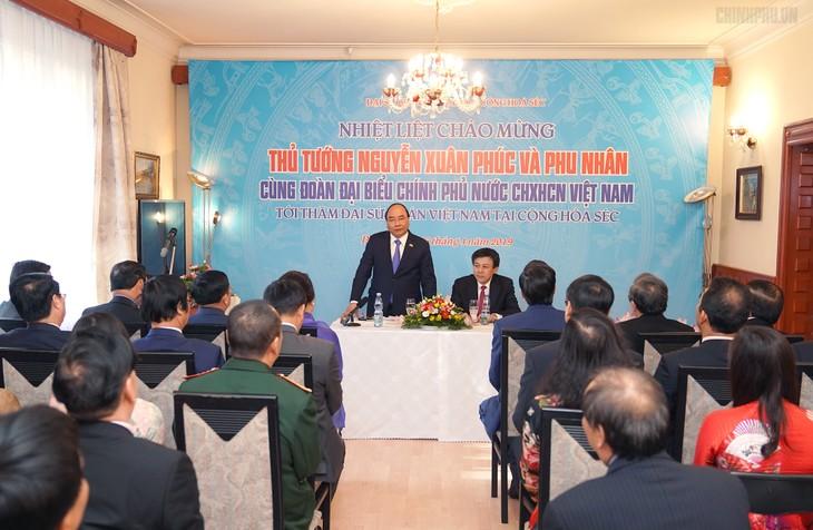Премьер-министр Вьетнама начал официальный визит в Чехию - ảnh 1