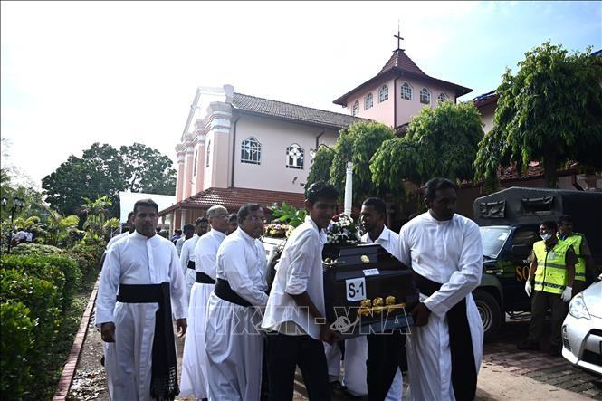 Число погибших при взрывах на Шри-Ланке увеличилось до 310 - ảnh 1