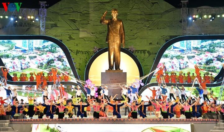 Празднование 60-летия со дня приезда президента Хо Ши Мина в провинцию Шонла - ảnh 1
