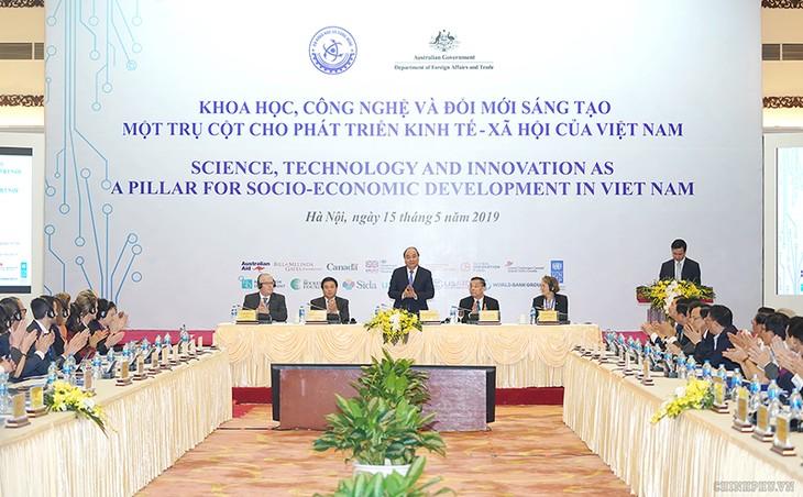 Нгуен Суан Фук принял участие в конференции по вопросам науки, технологий и инноваций - ảnh 1