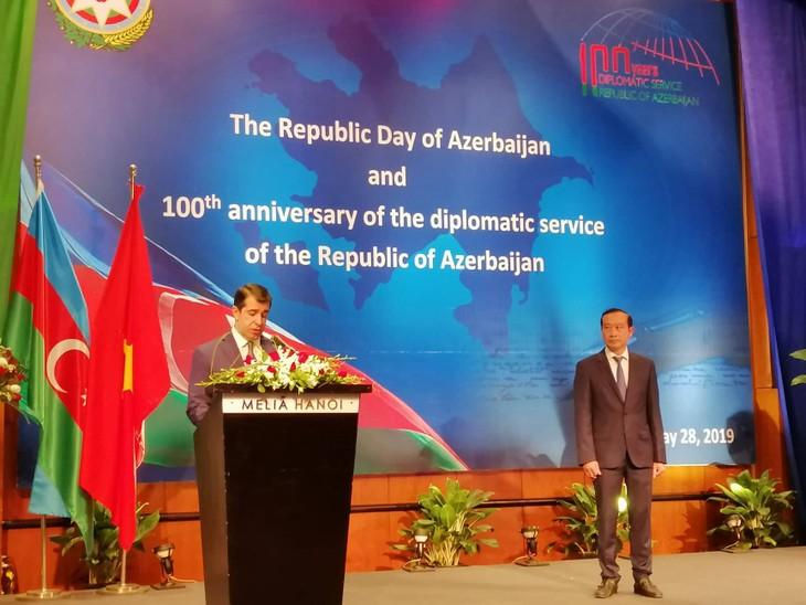В Ханое прошёл приём по случаю 101-й годовщины Дня независимости и 100-летия органов дипломатической службы Азербайджанской Демократической Республики - ảnh 1