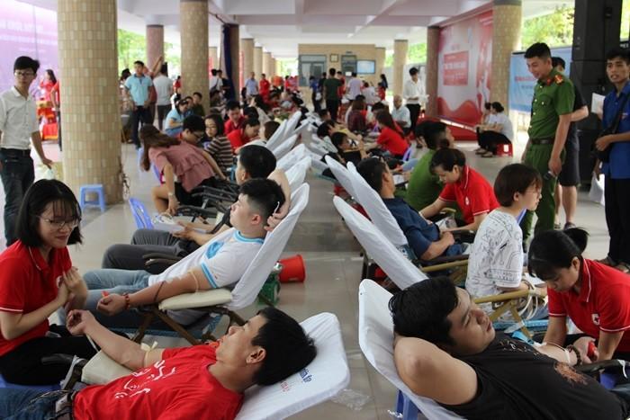 Более 1500 человек приняли участие в программе «Красный маршрут 2019» в Дананге - ảnh 1