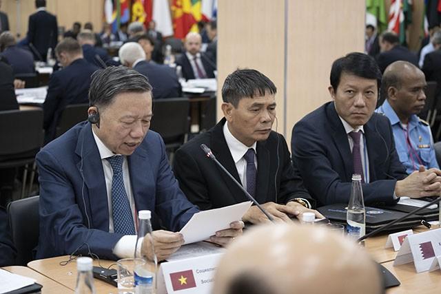 Вьетнам принимает участие в международной встрече по безопасности в РФ - ảnh 1