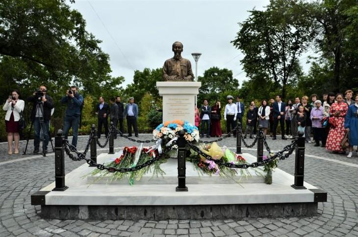 Во Владивостоке открылся памятник Президенту Хо Ши Мину  - ảnh 1