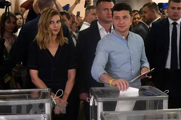 Партия президента Украины побеждает на досрочных выборах в Раду - ảnh 1