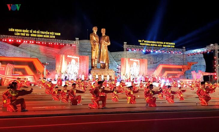В Биньдине открылся 7-й международный фестиваль вьетнамских традиционных боевых искусств - ảnh 1