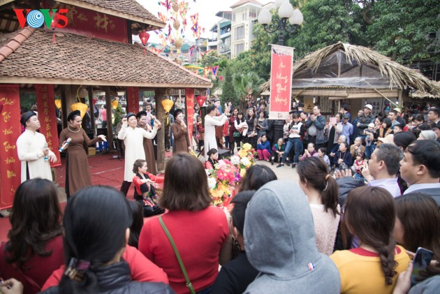 Calligraphy Festival at Hanoi's Temple of Literature - ảnh 2
