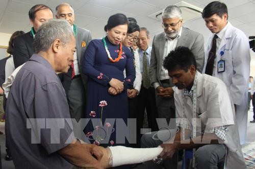 India provides free artificial limbs for disabled Vietnamese - ảnh 1
