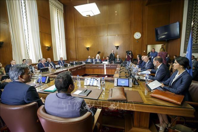 Iran, Russia, Turkey meet UN envoy on Syria constitution - ảnh 1