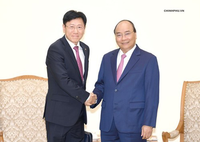 PM Nguyen Xuan Phuc welcomes foreign investors - ảnh 1