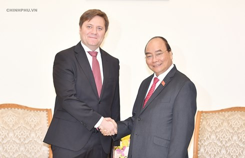 PM calls for further economic ties with Poland, welcomes tourism ambassador - ảnh 1