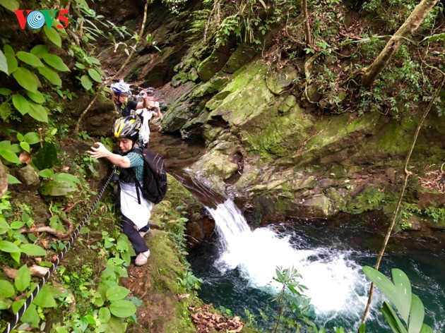 The adventurous path through Ngu Ho to Do Quyen waterfall - ảnh 7