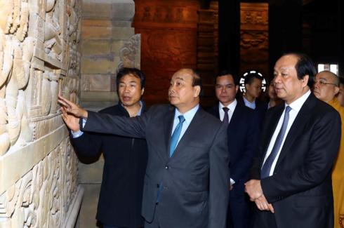 Prime Minister inspects preparations for UN Vesak Day 2019 - ảnh 1