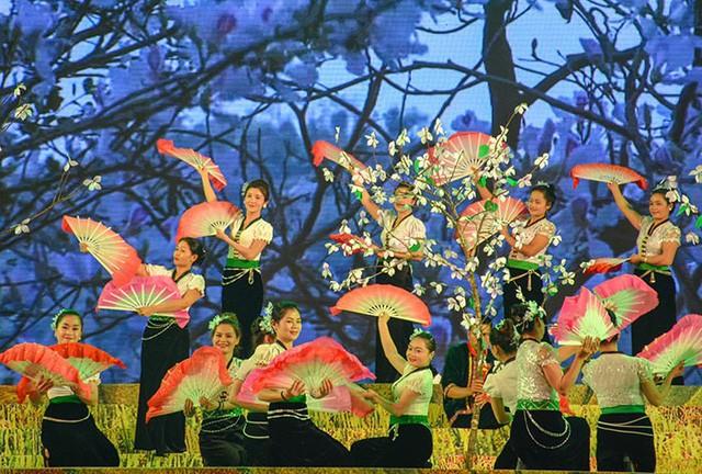 Ban Flower Festival highlights northwest ethnic culture - ảnh 1