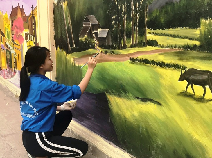Youth murals promote cultural tradition of Hanoi's village - ảnh 2