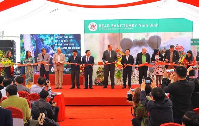 Ninh Binh sanctuary saves bears from bile farming  - ảnh 1