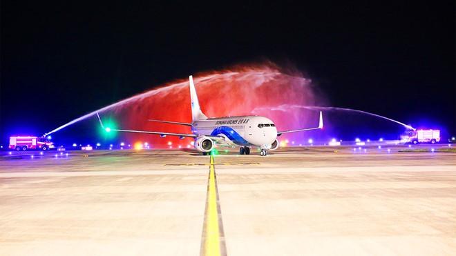 Van Don International Airport welcomes first international flight - ảnh 1