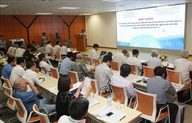 Experts call for modern, open education system - ảnh 1