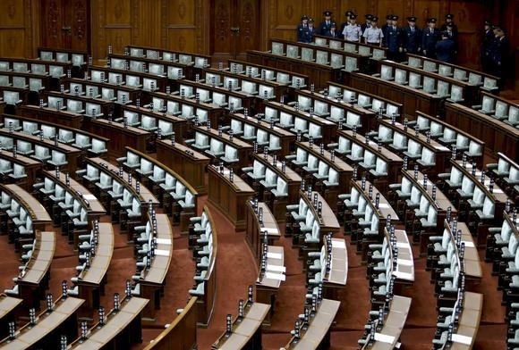 Japan's opposition parties hinder the upper house's effort to approve security bills  - ảnh 1