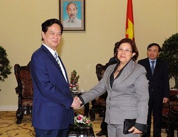 Prime Minister Nguyen Tan Dung receives Cuban Minister of Finance and Prices - ảnh 1