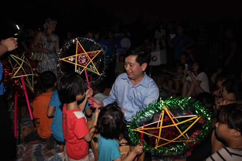 Various activities on Mid-autumn festival  - ảnh 1