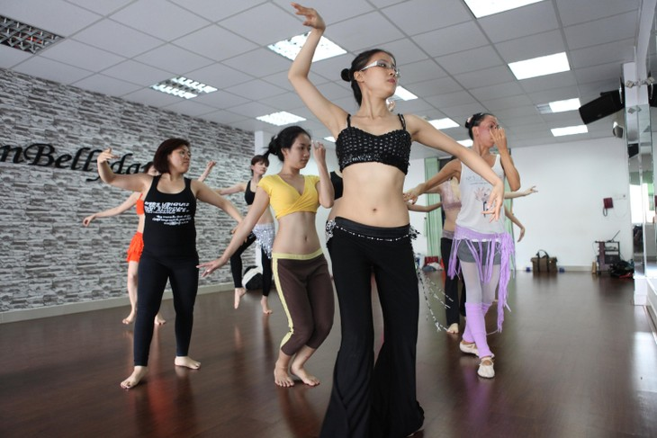 Belly dance movement in Hanoi - ảnh 2
