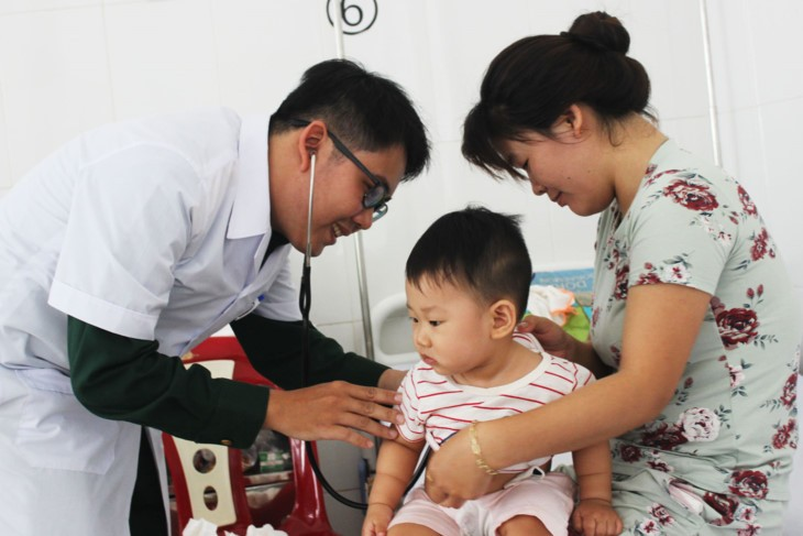 Young medic's dedication earns ethnic people's respect - ảnh 1