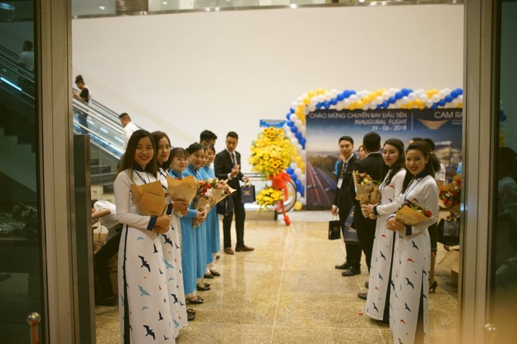 Vietnam Airlines' flights operated in Cam Ranh airport's new terminal - ảnh 1