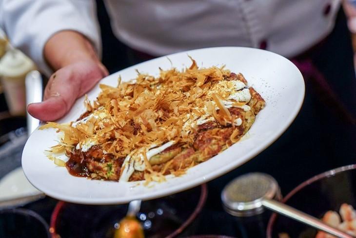 Japan's Okonomiyaki pancake - ảnh 2
