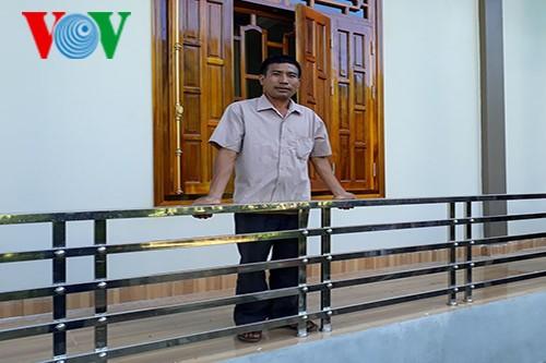 Village head takes lead in economic development  - ảnh 1