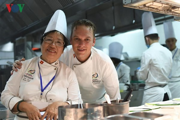Veteran chef promotes Vietnamese cuisine to the world - ảnh 1