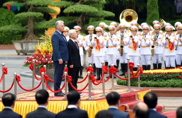 Vietnam welcomes Cuban President - ảnh 1