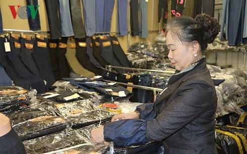 Vietnamese women in Czech Republic strive for stable lives - ảnh 1