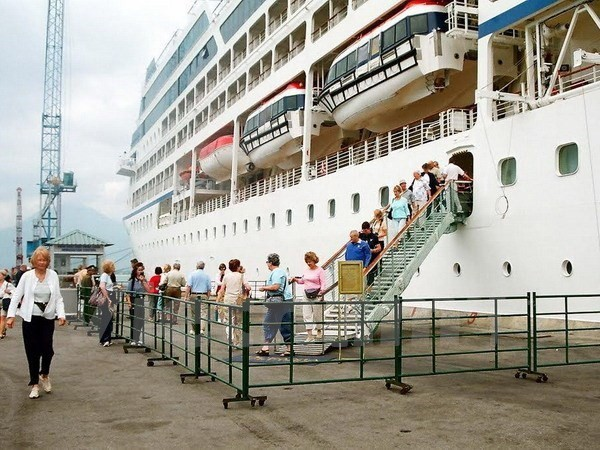 First cruise tourists land in Thua Thien-Hue in 2019 - ảnh 1
