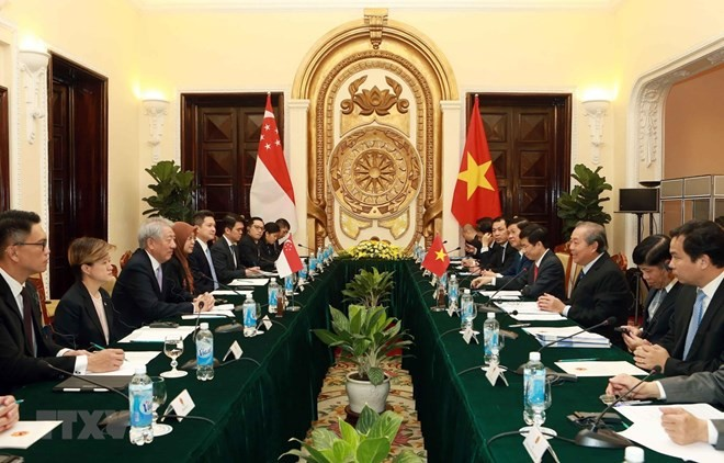 Vietnamese, Singaporean Deputy PMs hold talks - ảnh 1