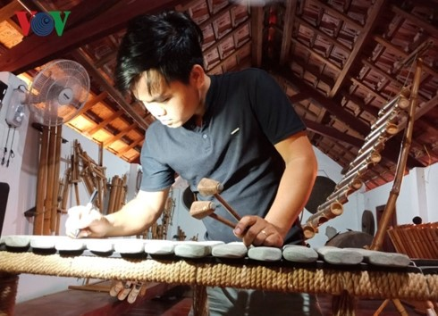 Se Dang youth inspires passion for traditional music - ảnh 1